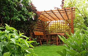 Meble ogrodowe – na co zwrócić uwagę? - Meble ogrodowe drewniane