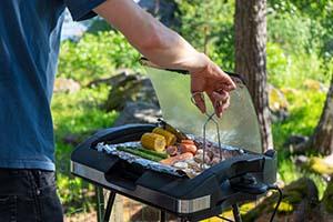 Na co zwrócić uwagę przy wyborze grilla - Grill elektryczny w ogrodzie